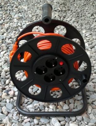 Prodlužovací přívod na bubnovém navijáku - 25 m kabelu