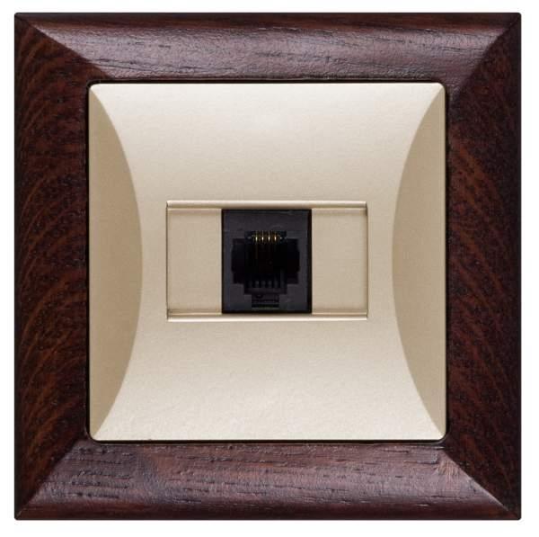 Datová zásuvka série Opál v kombinaci s přírodním dřevem